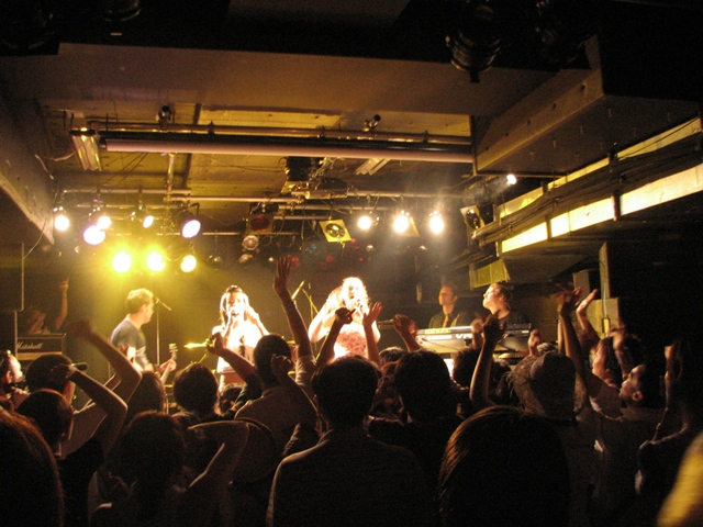 Tatu Perform in Club Baysis in Yokohama 20.08.2006
