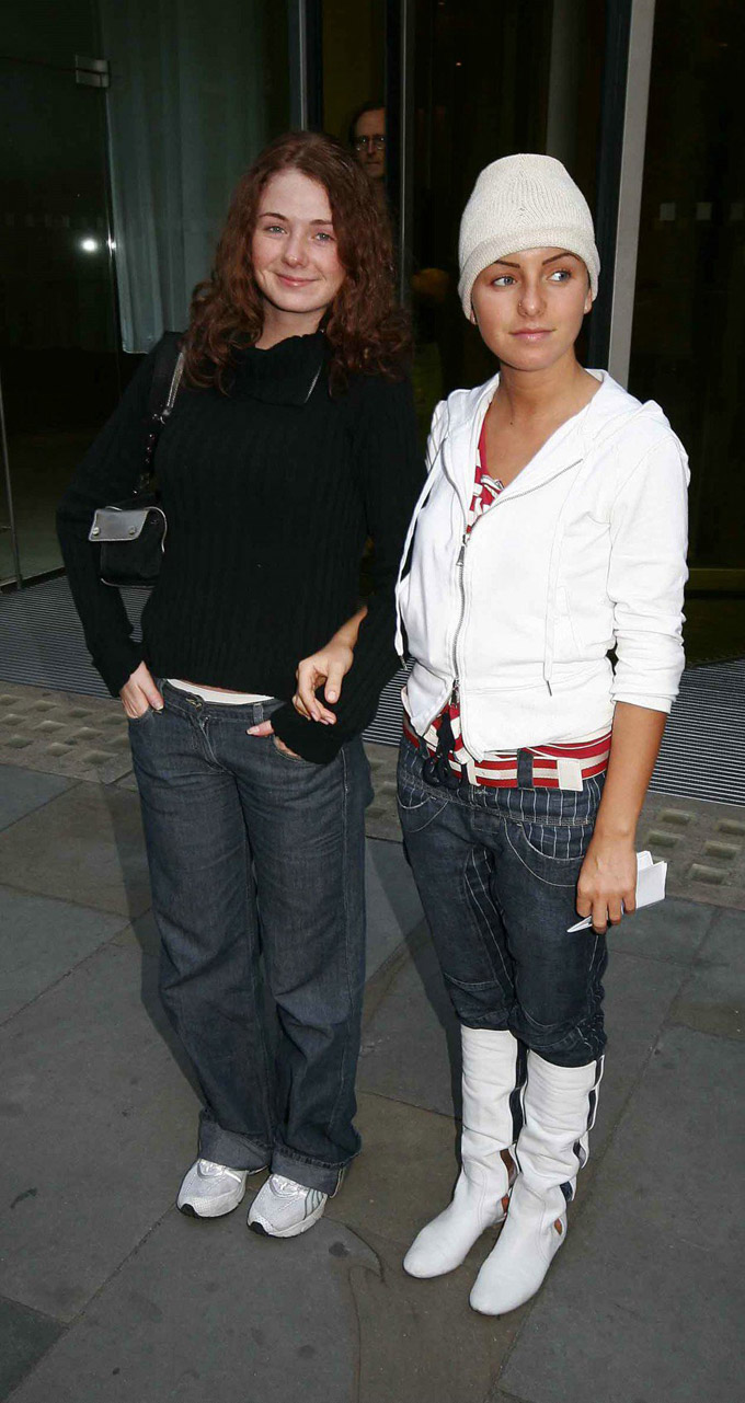 Tatu Pose for the Paparazzi in Convent Garden 17.09.2005