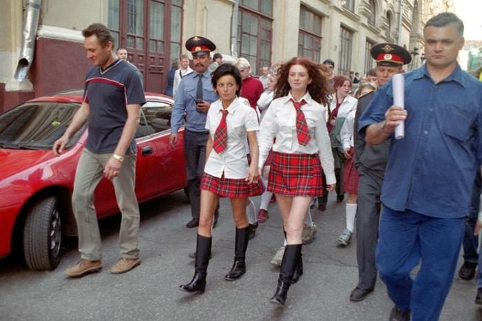 Tatu Filming Show Me Love Video in Moscow
