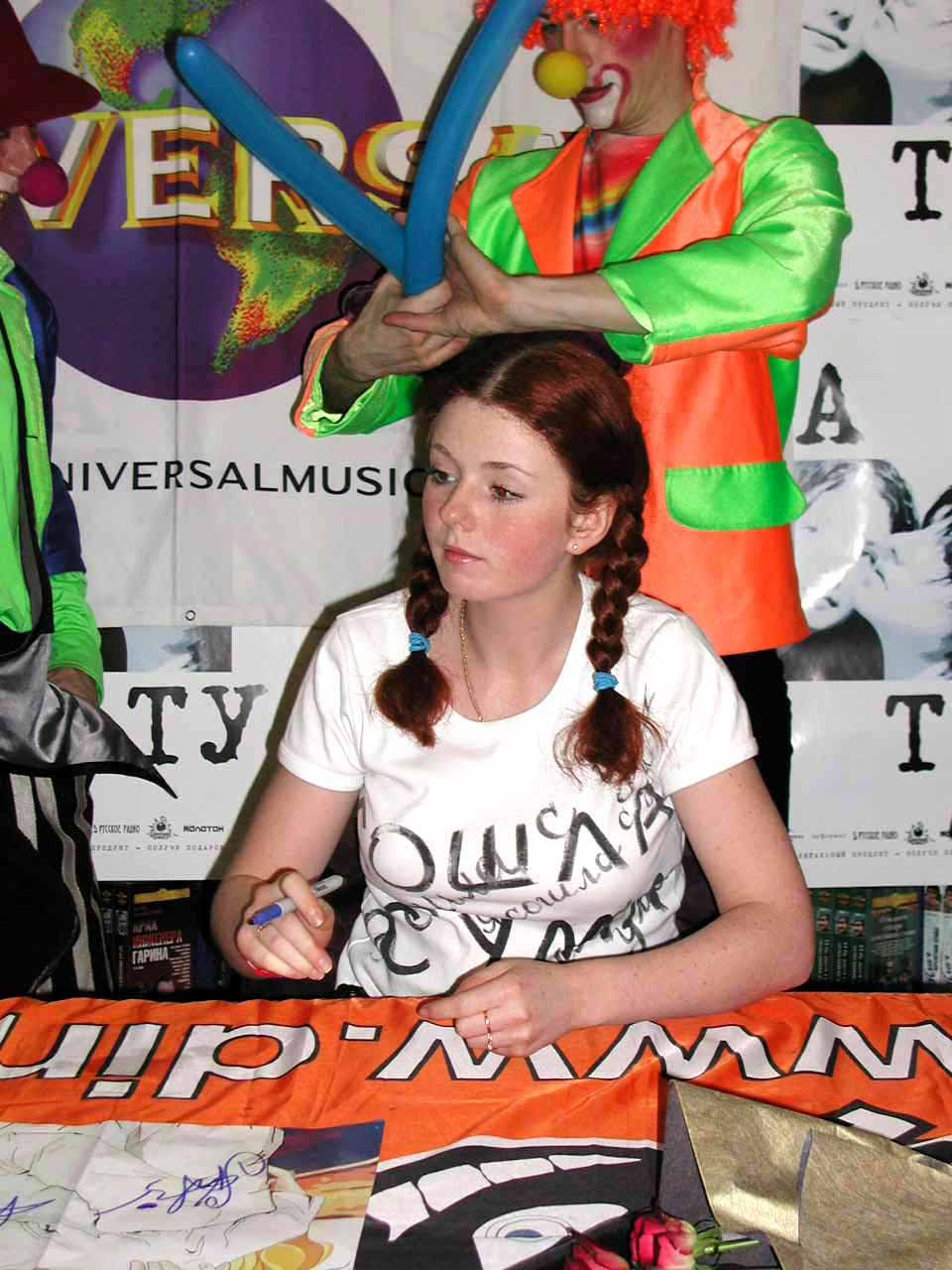 Autograph session in GUM 28.02.2002